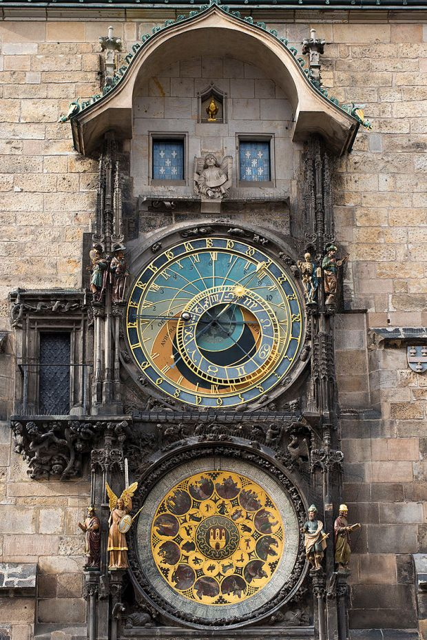 Astronomical_Clock_(8341899828) (1).jpg